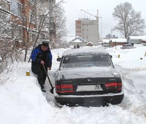 Двор на ул. Шарохина, д. 15 после ночного снегопада