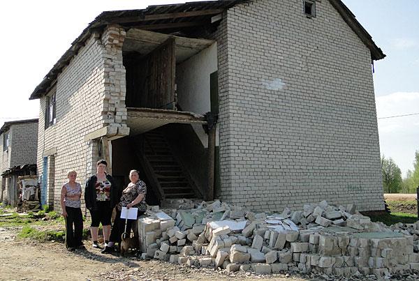 Дом с дырой